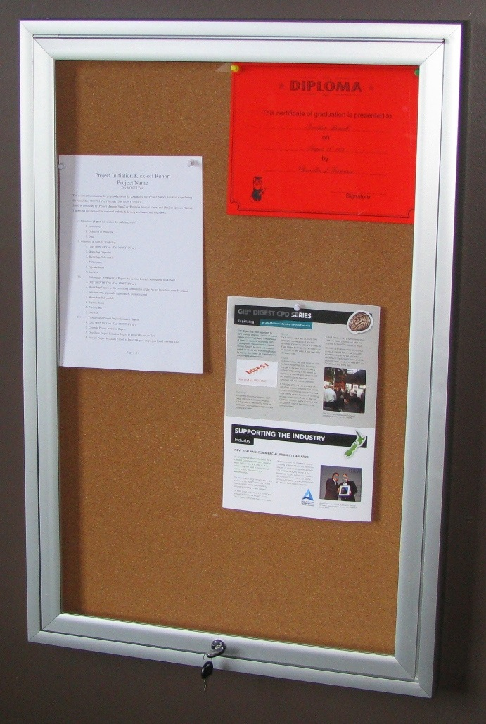6x9 hinged noticeboard